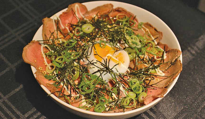 燒牛肉蓋飯    880日圓