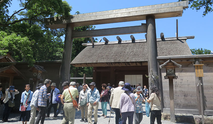 豐受大神宮的正宮。通過鳥居後就是進入神明的神聖領域,因此先一再進去。