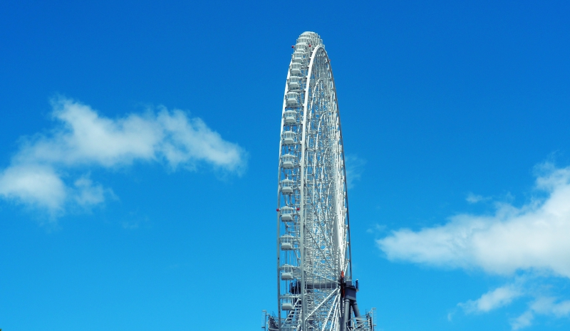 OSAKA WHEEL與藍天一景