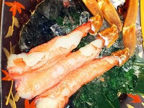 心齋橋螃蟹店蟹しぐれ的火鍋用三隻大蟹腳