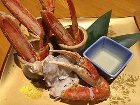 心齋橋螃蟹店蟹しぐれ的碳烤蟹腳佐自家製螃蟹醋