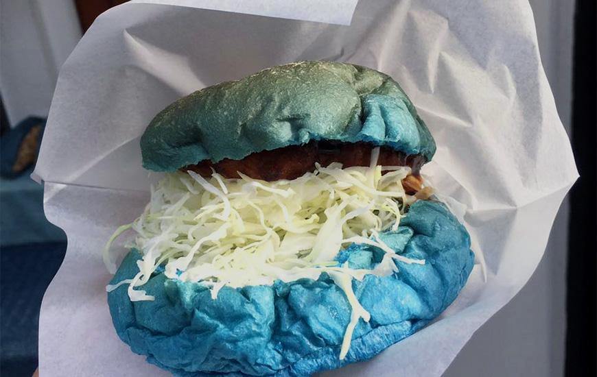 日本岡山倉敷美觀地區藍色牛仔漢堡
