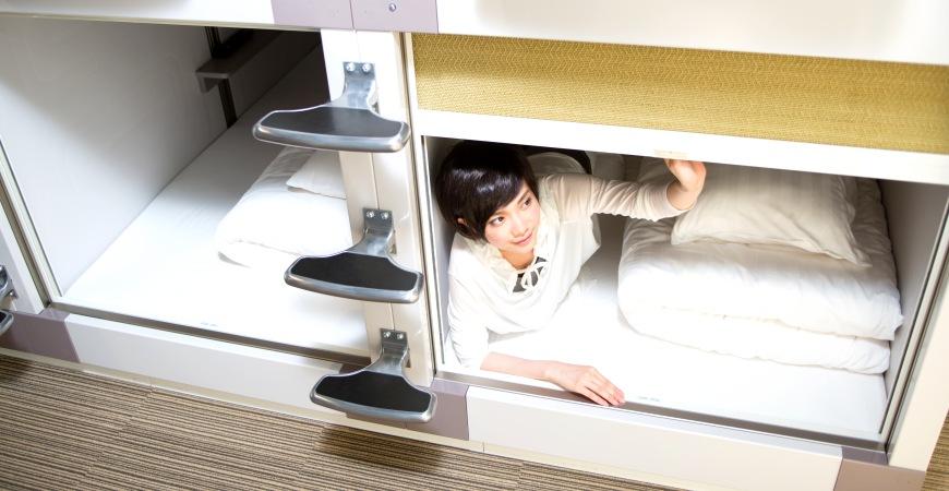 3,500日圓度假般享受!京都二条城5分鐘的膠囊旅館「Capsule Resort Kyoto Square」