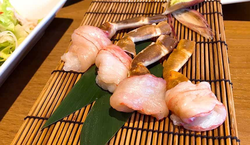 大阪道頓堀「蟹櫻」的日式蟹腳生魚片(カニのお刺身)