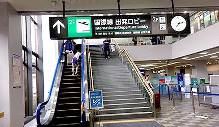 日本岡山機場國際線大廳手扶梯