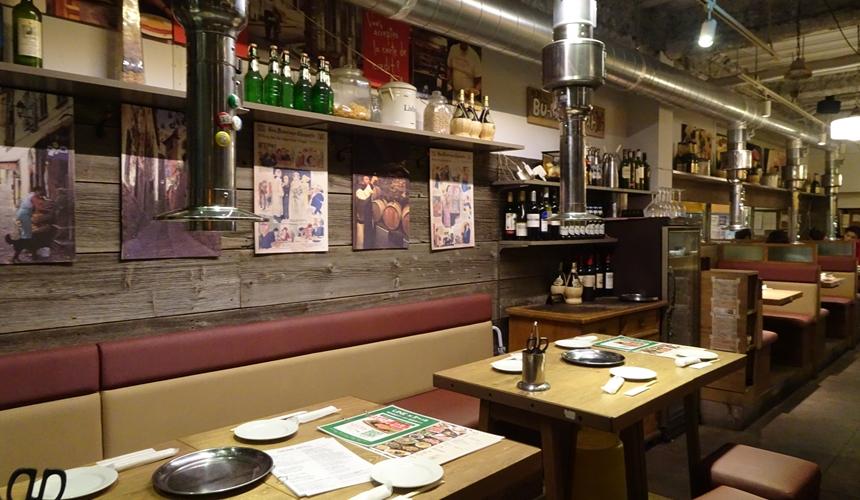 大阪心齋橋的黑BEKO屋店內有歐洲小鎮風格