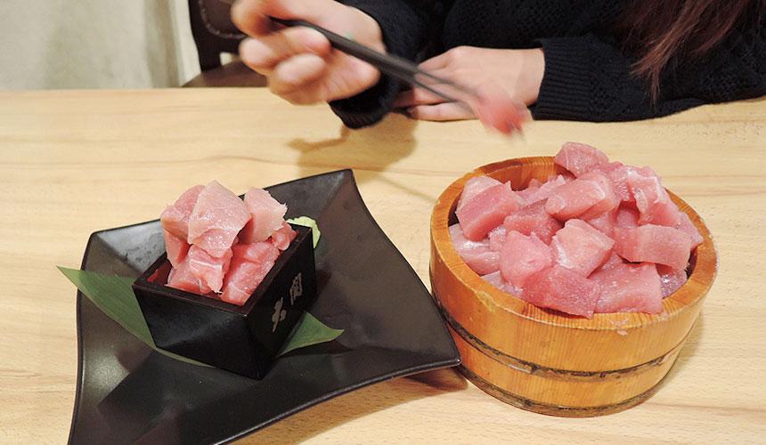 大阪天王寺魚壱商店的鮪魚疊疊樂堆疊生魚片丁