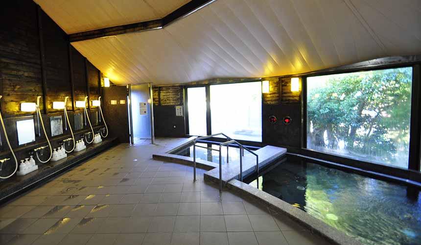 京都「美山茅草屋之鄉」推薦住宿美山町自然文化村「河鹿莊」的溫泉浴池