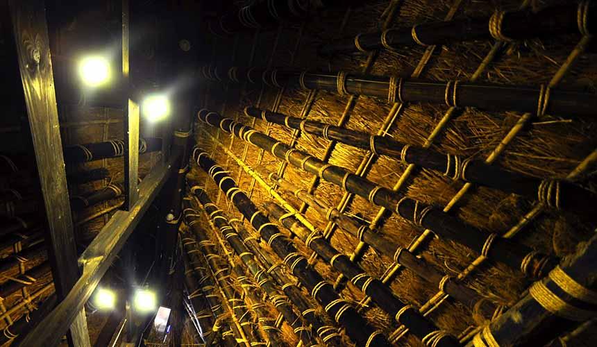 京都「美山茅草屋之鄉」的茅草屋內部