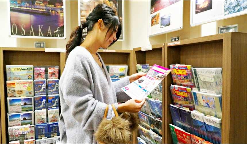 大阪梅田阪急旅客服務中心有許多觀光手冊