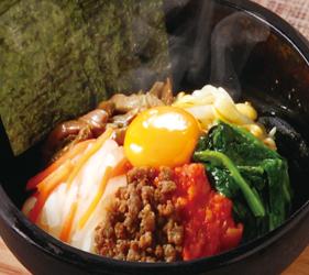 京都河原町燒肉店「あぶりや」的石鍋拌飯(石焼ビビンバ)