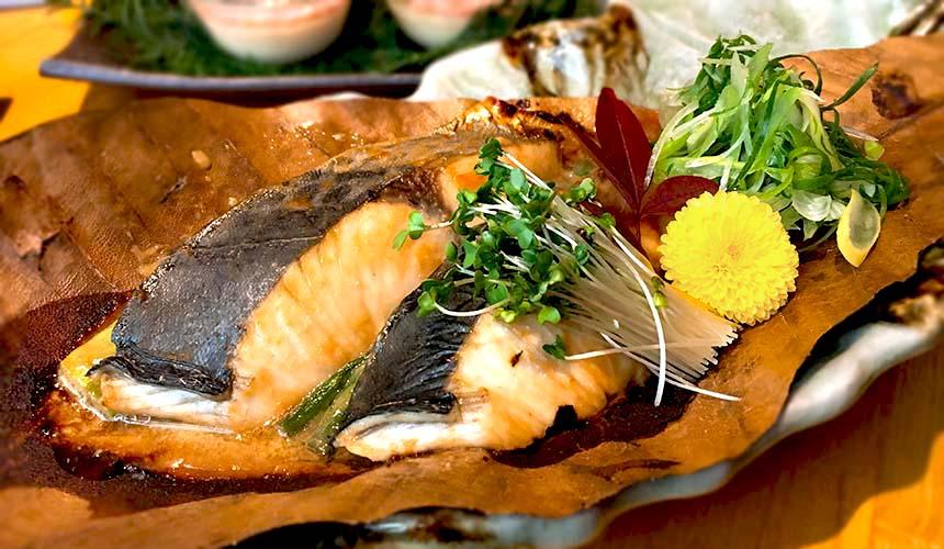 大阪難波心齋橋的人氣名店「蟹しぐれ」的鮮魚創作料理「鰆」