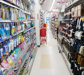 大阪秋葉原藥妝家電3C用品齊全「JOSHIN上新電機」的「SUPER Den Den LAND」1樓藥妝店