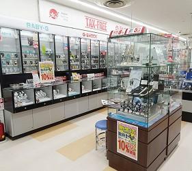 大阪秋葉原藥妝家電3C用品齊全「JOSHIN上新電機」的「SUPER Den Den LAND」4樓販賣各種名牌手錶和包包