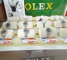 大阪秋葉原藥妝家電3C用品齊全「JOSHIN上新電機」的「SUPER Den Den LAND」4樓販賣ROLEX手錶