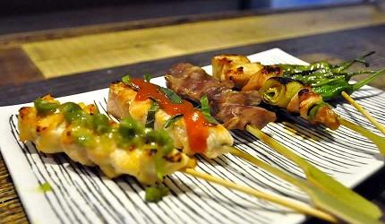 道頓堀居酒屋美食酒吧「大阪牙買加」的串烤拼盤(おまかせ串盛り5種)