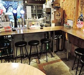 大阪裏難波「海千山千番長」的店內用餐空間