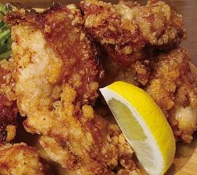 大阪難波海鮮大餐店家推薦「知床漁場 道頓堀店」的3號套餐的北海道炸雞