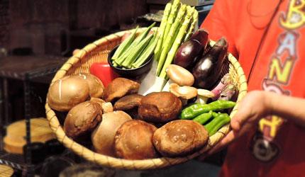 大阪裏難波「海千山千番長」的現選現烤的蔬菜盤