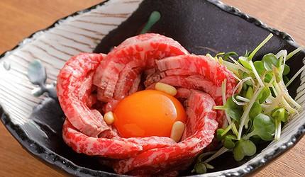 京都車站前購物推薦:京都塔商場「KYOTO TOWER SANDO」的B1F FOOD HALL美食大街的「京の焼肉処 弘」的生牛肉