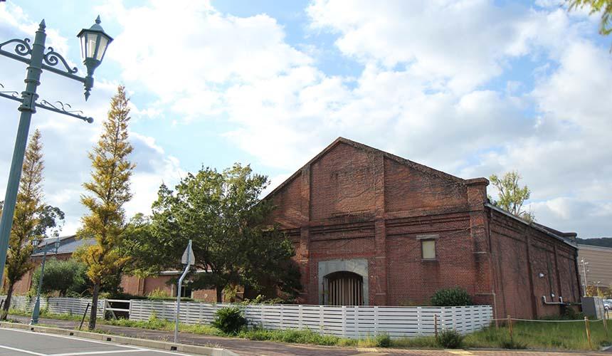 洲本市民廣場外觀,舊時代紅磚瓦建築