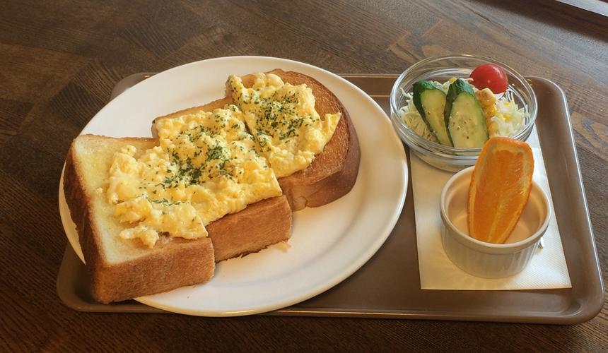 日本京都推荐厨房用品店「KOTANI」(コタニ金物)的咖啡店提供早餐