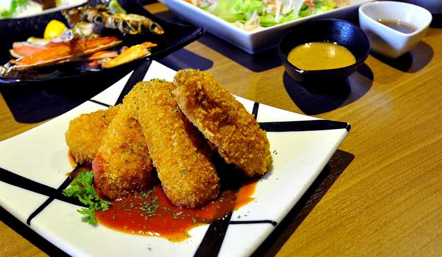 大阪道頓堀「蟹櫻」的奶油蟹肉可樂餅佐番茄醬(カニクリームコロッケ トマトソース)