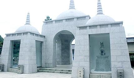日本冈山最上稻荷狐狸雕像