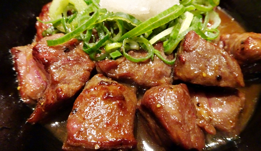 大阪心齋橋的超值居酒屋「きんいち花鳥風月」的人氣商品「骰子牛肉」
