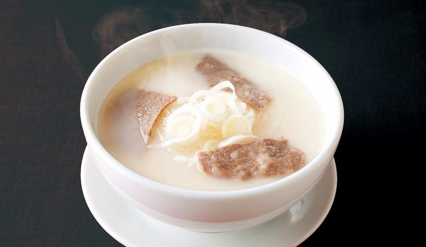 京都河原町燒肉店「あぶりや」的牛骨湯