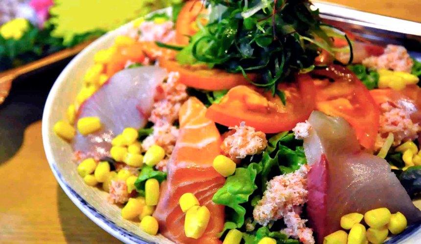 大阪難波心齋橋的人氣名店「蟹しぐれ」的蟹肉生魚片沙拉(カニサラダ)