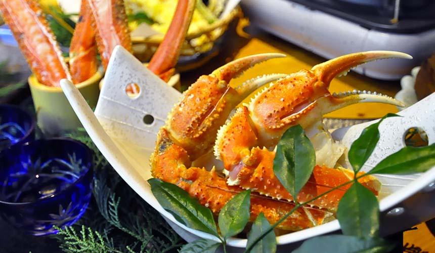 大阪難波心齋橋的人氣名店「蟹しぐれ」的烤螃蟹創作料理佐螃蟹醋(蟹の創作焼き)