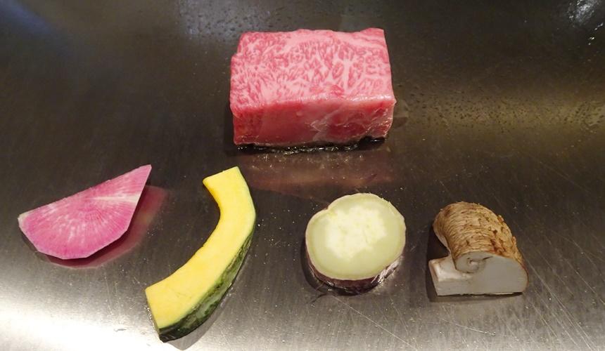 心齋橋「みやざき館」鐵板烤牛肉、蔬菜