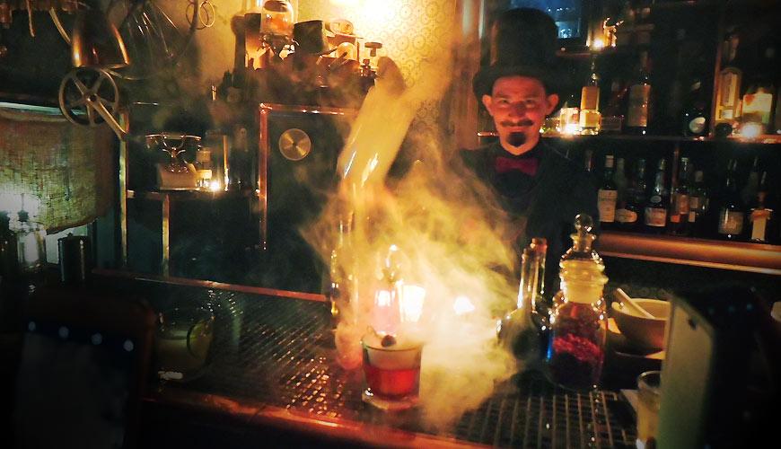 日本的京都「L'Escamoteur 」魔幻酒吧