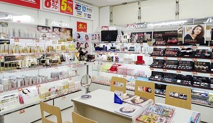 大阪秋葉原藥妝家電3C用品齊全「JOSHIN上新電機」的「SUPER Den Den LAND」2樓美妝
