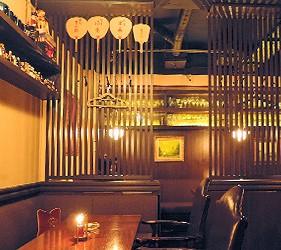 日本京都酒吧推介懷舊風情 Bar Nostalgia店內懷舊感洋溢的座位區內部裝潢