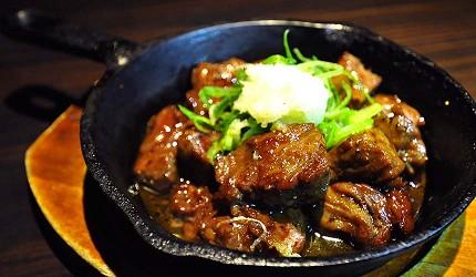 大阪難波道頓堀居酒屋吃到飽喝到飽「美食俱樂部 酒菜館」骰子鐵板牛肉(サイコロステーキ)