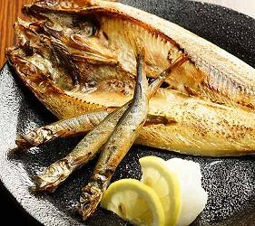 大阪難波道頓堀居酒屋吃到飽喝到飽「美食俱樂部 酒菜館」烤柳葉魚、花魚