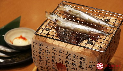 大阪難波道頓堀串燒串炸生魚片店家推薦「三代目 鳥メロ」的現烤柳葉魚(シシャモ焼き)
