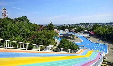 大阪近郊必去複合式動物遊樂園「岬公園」(みさき公園)裡的繽紛滑水道