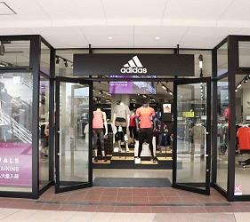 关西京都近郊最大级「三井 OUTLET PARK 滋贺龙王」北馆三楼运动品牌adidas店家