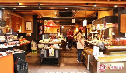 奈良必逛商店街「饼饭殿中心街」的推荐百年老舖萨摩炸鱼饼「鱼万」的门口