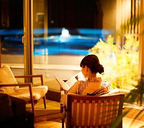 城崎日和山溫泉旅館「金波樓」的「渚之館時じく」休息室