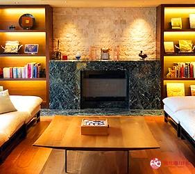 城崎日和山溫泉旅館「金波樓」的「渚之館時じく」小客廳