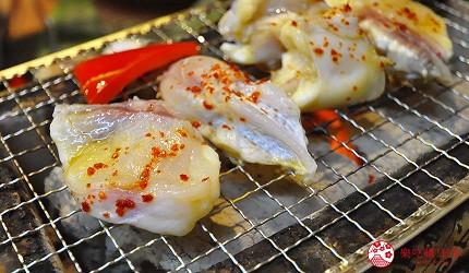 大阪道頓堀燒肉壽司吃到飽「滿腹市場・河豚安」的炭烤河豚(焼きふぐ)