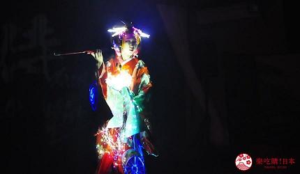 大阪互動式表演劇場推薦「侍 CAFE」的燈光音效效果