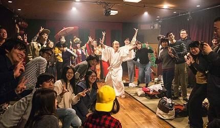 大阪互動式表演劇場推薦「侍 CAFE」的現場表演全場很開心