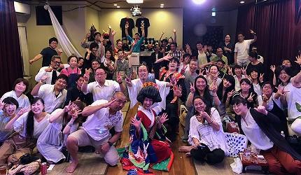 大阪互動式表演劇場推薦「侍 CAFE」的現場表演結束後大合照