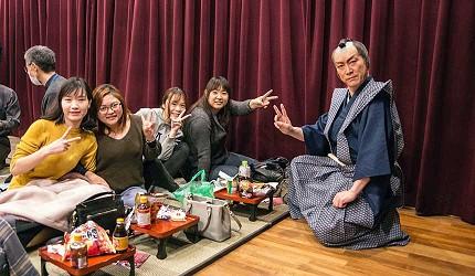大阪互動式表演劇場推薦「侍 CAFE」可以帶外食進來