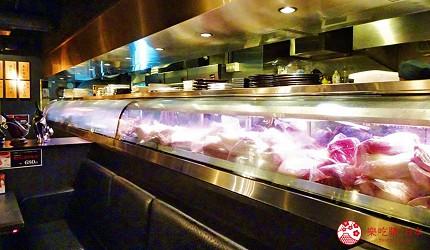 大阪心齋橋燒肉推薦必吃「黑毛和牛燒肉一」的玻璃展示櫃